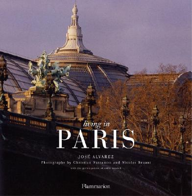 Image for Living In Paris (New Edition) (BEAUX LIVRES - LANGUE ANGLAISE)